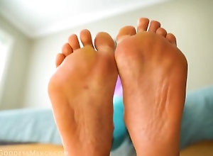 foot-fetish;gym-socks;sweaty-feet;dirty-feet;foot-pov;stinky-feet;foot-worship;asian-feet;gym-feet;foot-goddess;gym-sweat;sweaty-soles;asian-goddess;stinky-soles,Feet;Exclusive;Verified Amateurs;Solo Female Worship My Homewrecking Feet
